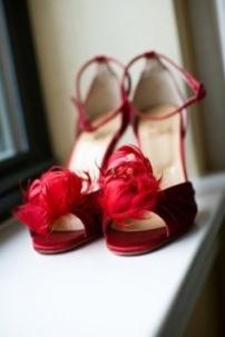 Plumas, plumas, plumas (Moments Wedding Blog)