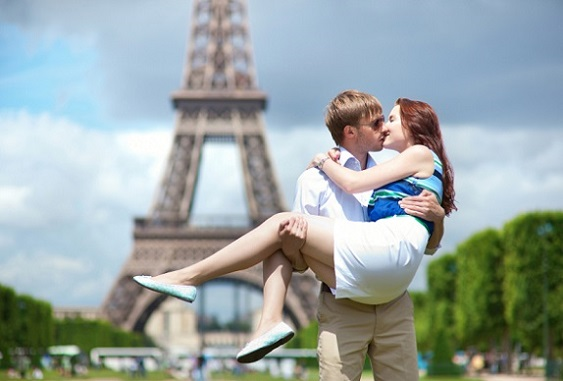 Man carrying his girlfriend in his arms in Paris