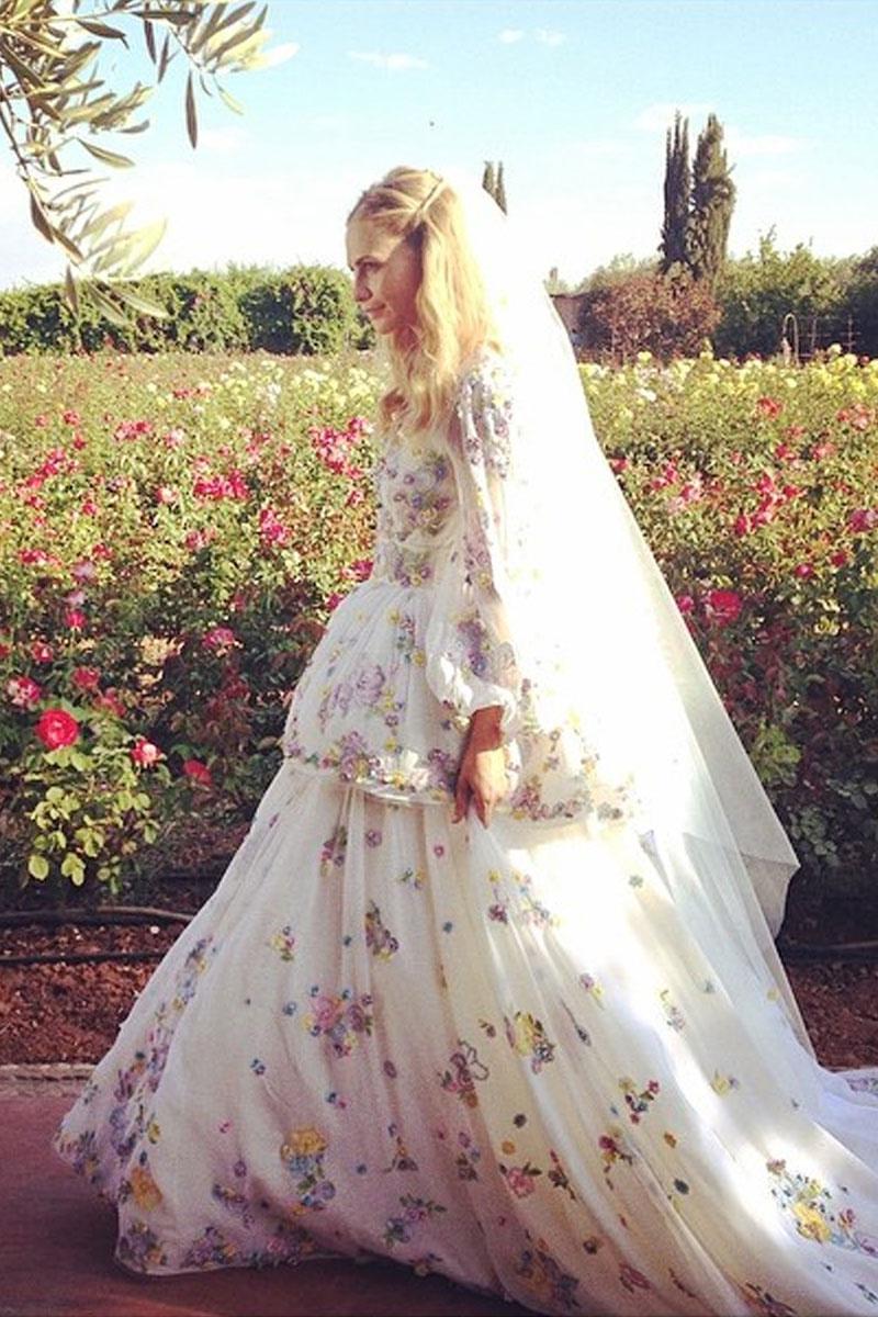 f2dd4b576 vestidos de novia con flores angelina jolie y poppy delevingne 215457903 800x